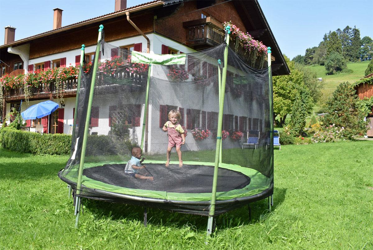 betrachten sie ein trampolin als eine